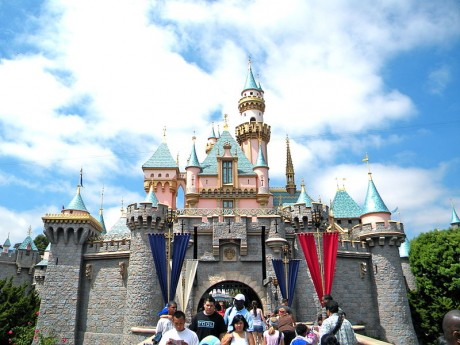 DISNEY ANNUAL PASS HOLDER DISCOUNT